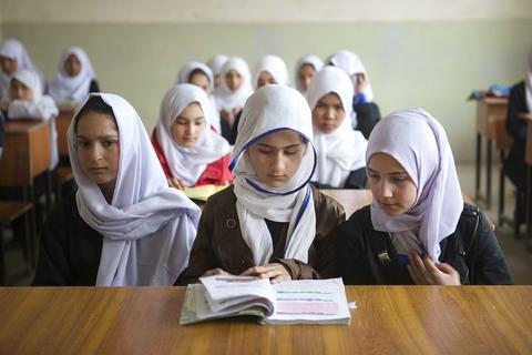 PAKISTAN – Diritto allo studio: fondo per l'istruzione delle bambine afgane profughe in Pakistan