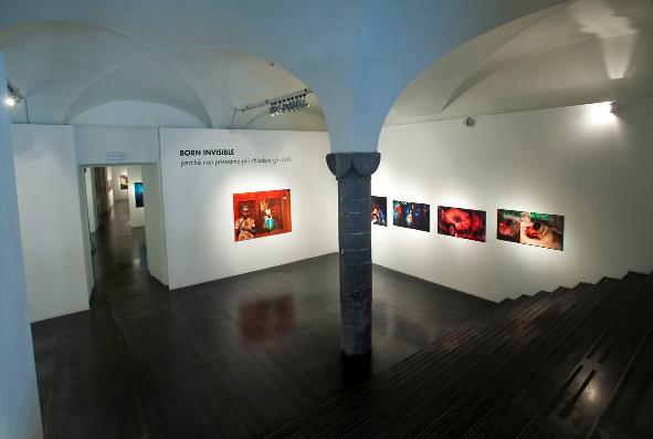 BORN INVISIBLE mostra di Sheila McKinnon – Genova 4-20 febbraio 2011